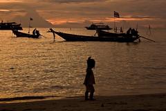 This is how it works (Mir Mar) Tags: ocean sunset sea sky orange beach clouds canon contraluz thailand island atardecer mar fisherman sand agua asia barco child flag tailandia nia cielo thai nubes isla longtailboat horizonte kotao zanzare impressedbeauty totallythailand