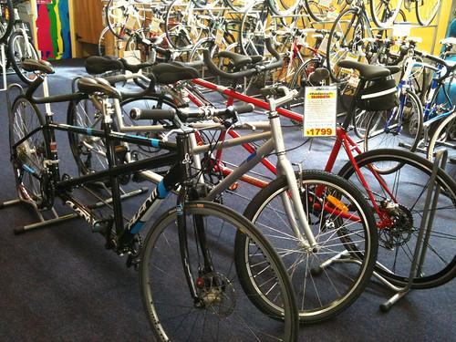 自転車先進国のショップにはタンデムの在庫がある。