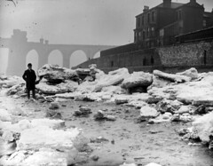Photograph of ice on the River Mersey (haltonscollections) Tags: ice westbank 20thcentury mersey widnes halton rivermersey runcornrailwaybridge exploringhaltonscollectionsproject haltonboroughcouncillibraryservice