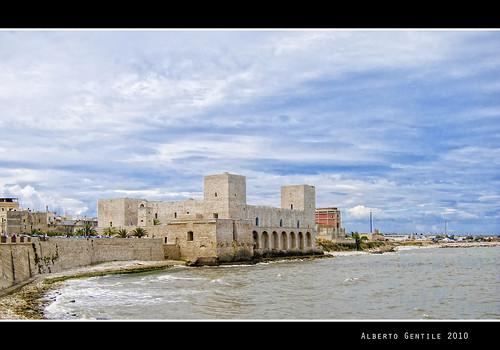 italy canon italia tp castello puglia trani estremità... (Photo: albygent Alberto Gentile on Flickr)