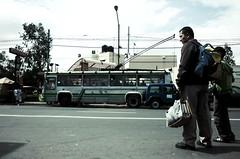 carrera (Jabiner) Tags: street city mexico avenida father ciudad son cable cables nio federal barrio pap calles cruce urbe distrito camin trolebus