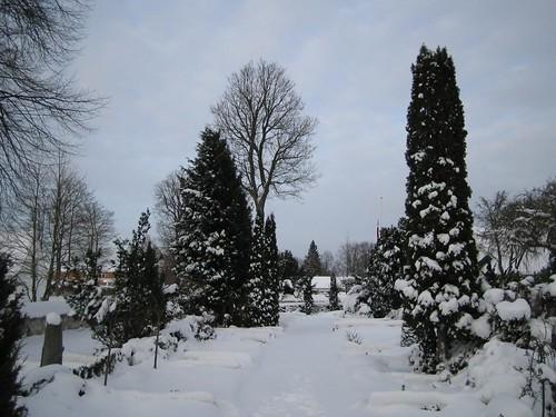 Gladsaxe Kirke: Churchyard