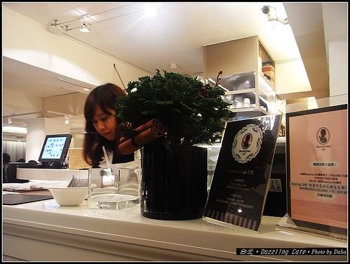 Dazzling Cafe (4)