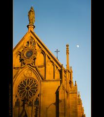 Moon over Loretto Chapel (josefrancisco.salgado) Tags: sky usa moon newmexico santafe southwest church us nikon unitedstatesofamerica iglesia chapel luna cielo nikkor lorettochapel capilla santafecounty oldsantafetrail nuevomxico d3s 2470mmf28g