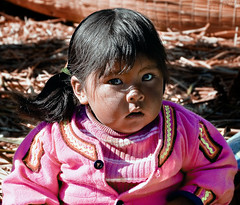 2011 is coming! (Fil.ippo) Tags: portrait uros titicaca child per wishes wish titikaka ritratto filippo auguri peruvian bambino 2011 uro peruviano d5000