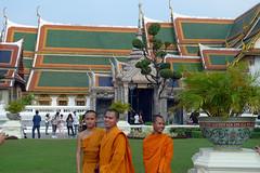 Sorrisi (Fabio Calamosca) Tags: vietnam monks wat phra kaew mondo avventure cambogia