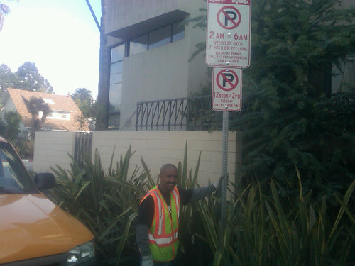 Oversize Vehicle Signs Go Up in Venice