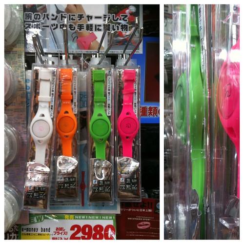 腕時計型Edy。iPhoneに装着できるな。