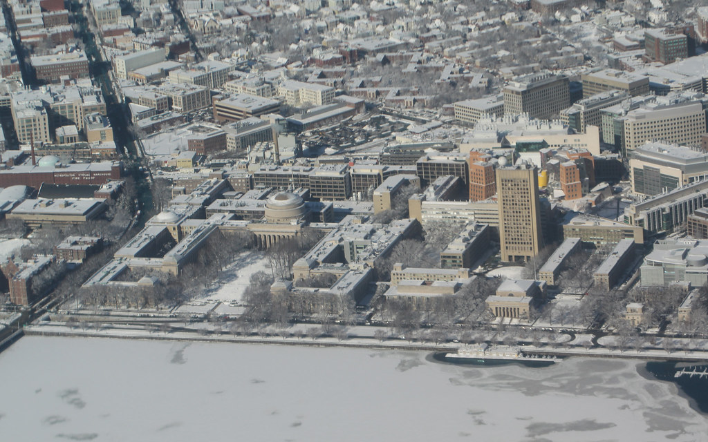 Sebastiao's photo journal, week 1: Flying over MIT