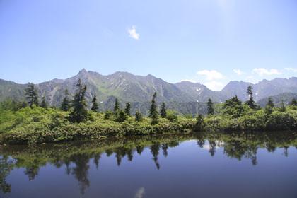 鏡池から見た穂高連峰と槍ヶ岳