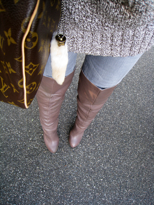taupe over the knee boots+gray jeans+chunky knit sweater+louis vuitton speedy bag