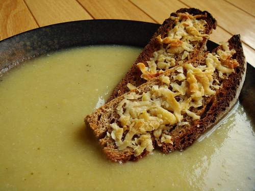 Leek & Potato Soup With Crouton