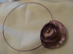 COLLAR (PAREMI) Tags: tiara adorno mujer flor fuxico diadema collar pelo tela tecido kanzashi alfiler cintillo