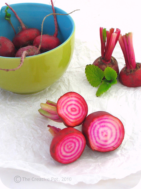 Candy Striped Beetroot, Avo b-w