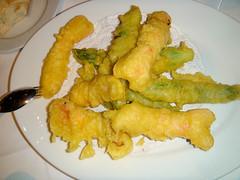Colas de cigalitas y trigueros en tempura