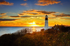 Portland Head Light (Kay Gaensler) Tags: trip autumn light sunset vacation usa lighthouse fall america sunrise canon geotagged eos us day cloudy united herbst maine kay roadtrip states amerika hdr 2010 capeelizabeth staaten photomatix portlandheadlighthouse vereinigtestaaten vereinigte 40d gnsler gaensler wwwenslerde geo:lat=4362344622 geo:lon=7020941278