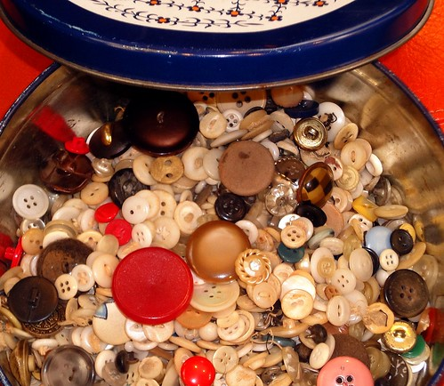 vintage buttons tin