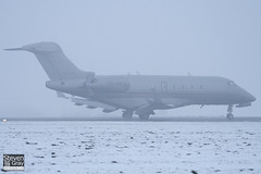 OE-HVJ - 20200 - VistaJet - Bombardier BD-100-1A10 Challenger 300 - Luton - 101222 - Steven Gray - IMG_7312