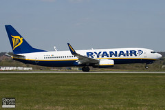 EI-EFW - 35018 - Ryanair - Boeing 737-8AS - Luton - 100422 - Steven Gray - IMG_0257