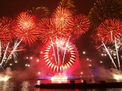 2011 London firework show (Chung-Yung Chiu) Tags: london westminster night londoneye firework thamesriver