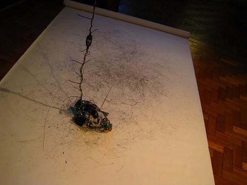 Eduardo Imasaka: Performance de Desenho Autônomo