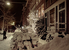 Mountains of snow at the Lindengracht of Amsterdam (B℮n) Tags: lindengracht amsterdam bike snow snowcoveredbike bycicle white snowing café schaper mokum cafes dutchbeer sign warm gezellig cold beer cosy quaint coziness jordaan cafe snowfall street mood dusting beautiful fiets sneeuw heerlijk blij koud dutch netherlands holland slippery icecold vanoldenbarneveldstraat buurt 15cm neighborhoud relaxed brown relaxing time gezelligheid even bijkomen city life heavysnowfallhitsamsterdam spiegelglad dichtesneeuw amsterdamonregeld winterdocumentary amsterdamgeniet winterscene letitsnow winter christmas zero lifebelowzero dream 50faves topf50
