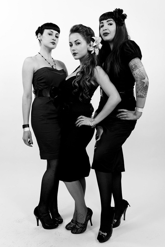The world 39 s best photos of tattoo and toile flickr hive for Salon piercing paris