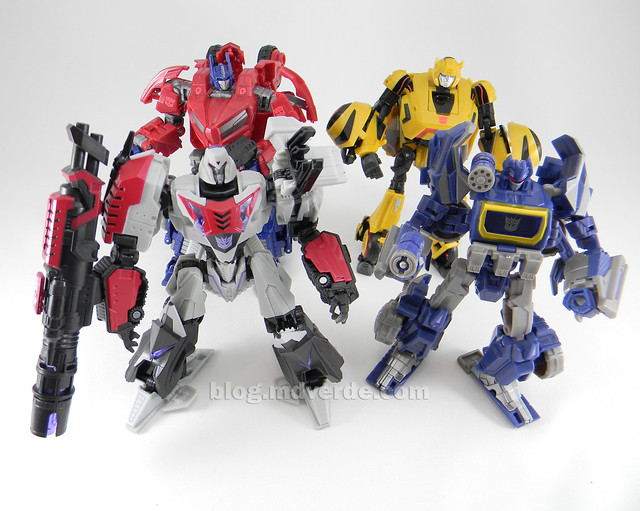 Transformer Cybertronian Megatron Generations Deluxe - modo robot vs Optimus vs Soundwave vs Bumblebee