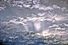 Tormenta (Aprehendiz-Ana La) Tags: cielo nubes tormenta bn argentina fotografa flickr analialarroude luz monocromtico lluvia universo clouds nwn weather gotas nature naturaleza nikon