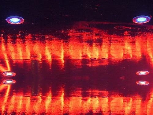 Growler (maf*pHew) Tags: reflection neon samsung angry mirrorimage amusements nv7 mafphew