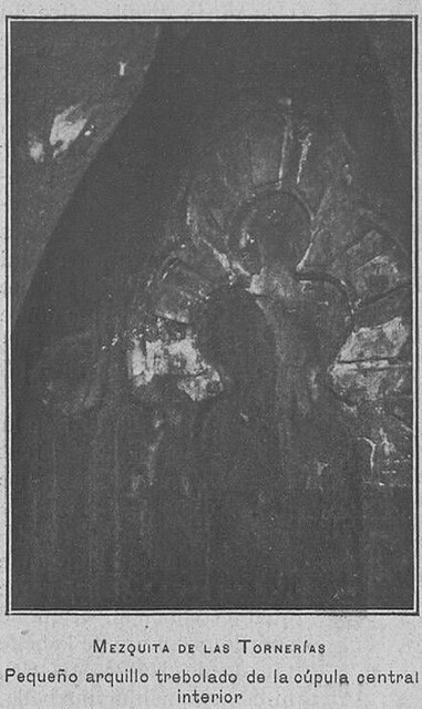 Mezquita de Tornerías, publicada en 1905, pequeño arquillo trebolado
