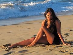 Natalia (• Allan) Tags: summer atardecer mar mujer viña playa arena verano bella morena celeste naranjo
