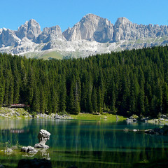 Karersee (duqueros) Tags: wood italien italy lake mountains green nature water reflections square lago see wasser italia natur berge grn landschaft wald spiegelung sdtirol reflektion lagodicarezza karersee bellitalia altoaige duqueiros