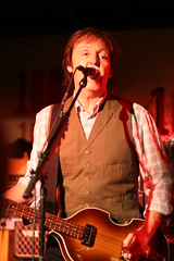 Paul McCartney (Rafaella Tamm) Tags: inglaterra england london londres 100club thebeatles rockconcert paulmccartney paulmccartneyat100club