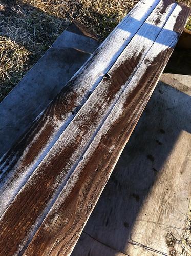 凍ったベンチ