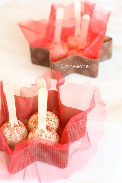 Brownie cake pops ricoperti di cioccolato bianco