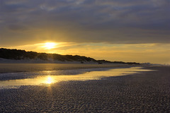 Deux soleils (Ludovic Cadet Photo) Tags: sun reflection soleil sand dune sable reflet soir plage contrejour merdunord zuydcoote