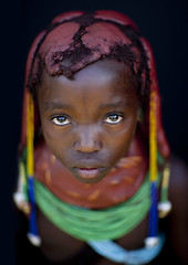 Mumuhuila girl - Angola (Eric Lafforgue) Tags: 3710 s151439e133555  angola        tribe tribo tribal tribu tribes ethnic ethnology ethnie culture tradition kid child girl face portrait mumuila mumuhuila mwila huila tourismo tourism