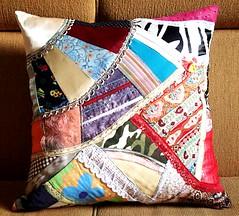 Almofada de patchwork (Zizi Anil) Tags: arte artesanato artesanal fuxico manual patchwork decor decorao almofada futton colcha fuxicos almofadadefuxico colchadepatchwork colchadefuxico zizianil