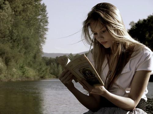 フリー写真素材, 人物, 女性, 読書, アメリカ人,