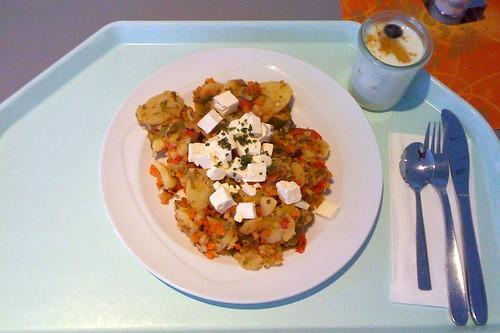 Kartoffelgeröstel mit Schafskäse