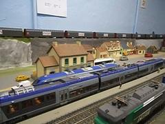 Croisement en gare (Stefho74) Tags: train modeltrain ho 187 réseau agc hoscale lsmodels 187thscale reseauho agclsmodels z27505 videoagc stefho74 maquetteminiaturetrain miniaturemodelisme ferroviairehomodelismeminiature
