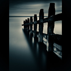 The Groyne Silhouette [Explored] (canuckphotography) Tags: longexposure sea water canon kent le oceanbeach groyne camber splittone