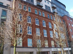 The Orion Building - John Bright Street - old retained facade (ell brown) Tags: greatbritain england facade hotel birmingham unitedkingdom flats westmidlands johnrocha johnbrightst theorionbuilding crosbyhomes roundarches navigationst frederickwlloyd abphipson blbarchitects nicebrickdetail