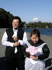 #5690 couple on beach at Ōsezaki