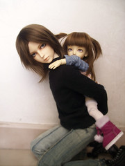 :: Children power ::  Mail & Yucchi (Miyon Sybert Douval) Tags: doll mail bjd miho piggyback fatheranddaughter bambola uriel customhouse balljointeddolls migidoll yucchi