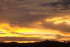 Imagem 307 (andreapires) Tags: sunset sky cloud sun storm luz sol rain clouds sunrise natureza chuva cu prdosol nuvens storms montanhas tempestade raiosdesol muzambinho therebeastormabrewin cloudslightningstorms