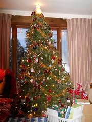 Christmas tree (Maenette1) Tags: christmas tree lights presents menominee uppermichigan