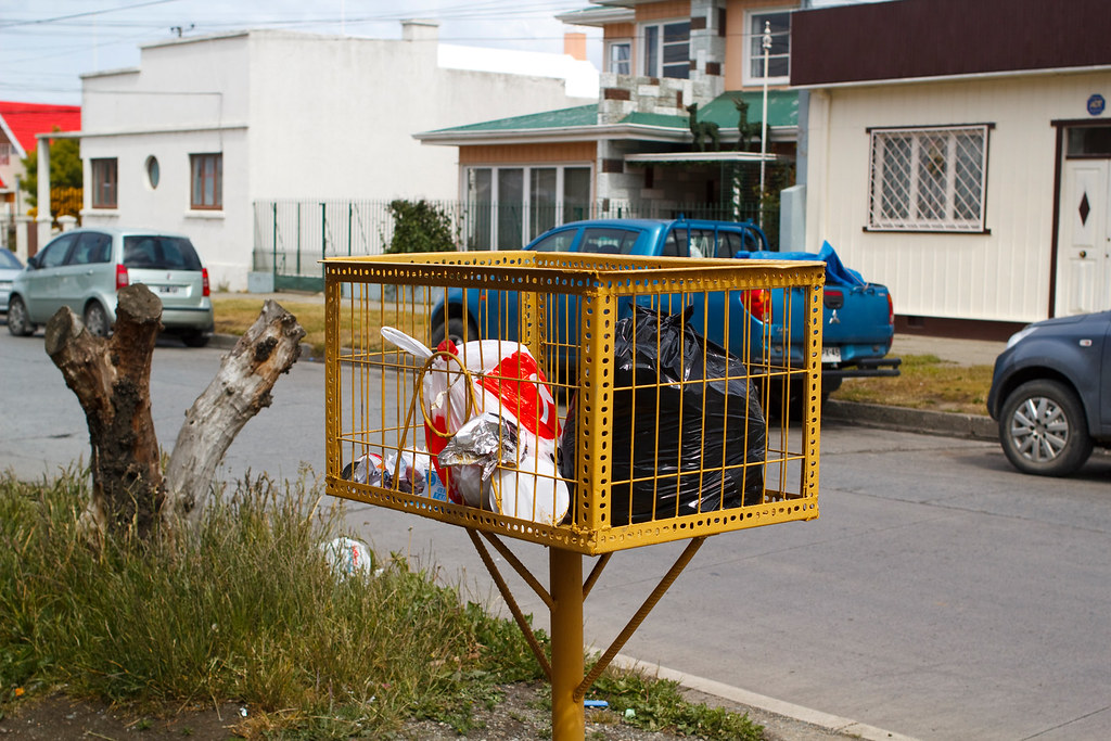 Trash pick-up in Punta Arenas