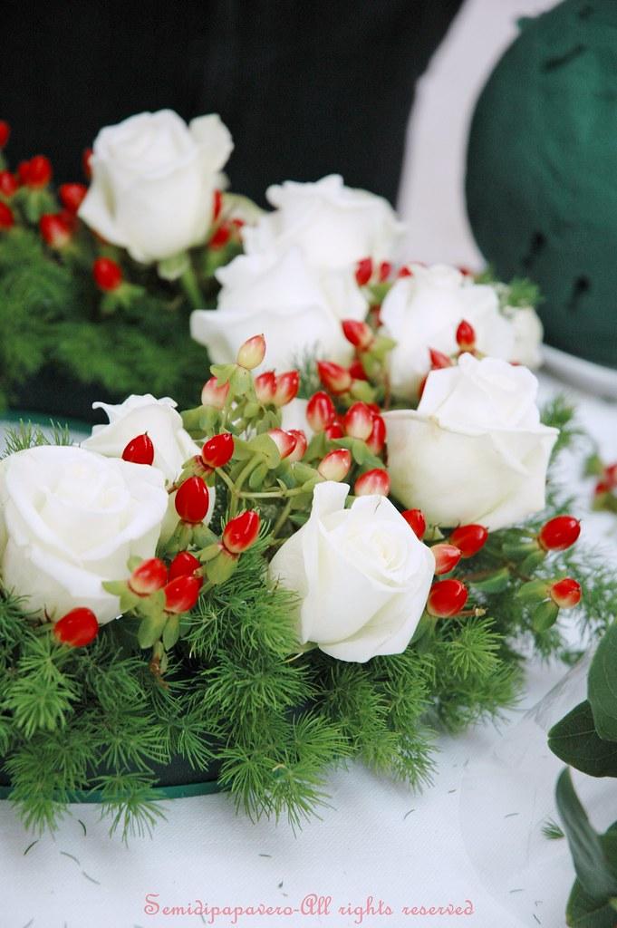 Cornona rose bianche e iperico